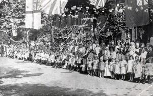 WW1-street-party-Chewton-Road.